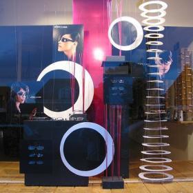 Futuristische etalage voor opticien